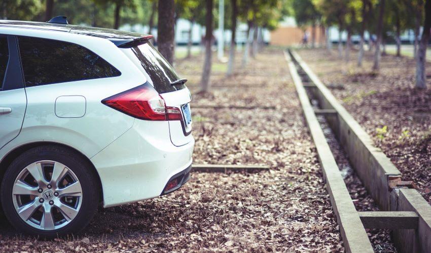 Mantener tu coche parado durante el coronavirus: 5 consejos para evitar averías