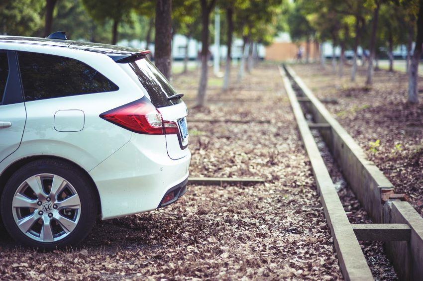 Mantener un coche parado evitando averias